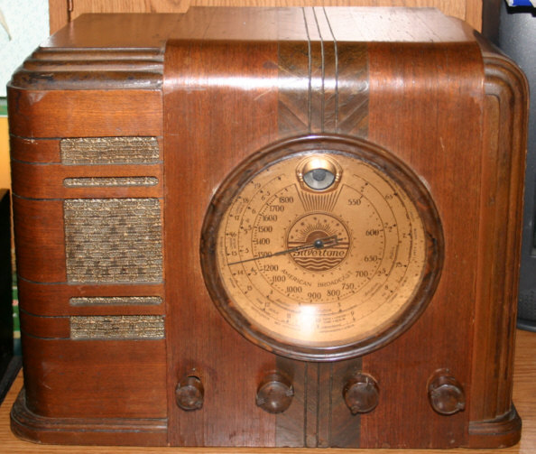 Watch further Vintage Sears Roebuck Silvertone Record Player In Wood 352143637343 besides Circa 1950s Rough Vintage Silvertone Clock Tube Radio P 126234 moreover Sears roeb electronic dashmate 56450800 japan 704 moreover Templ. on sears and roebuck silvertone radio